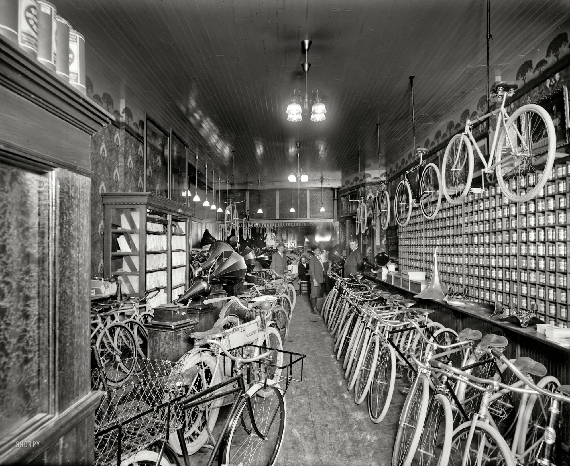 1912 Metzger bicycle shop Detroit City Gas Co.jpg