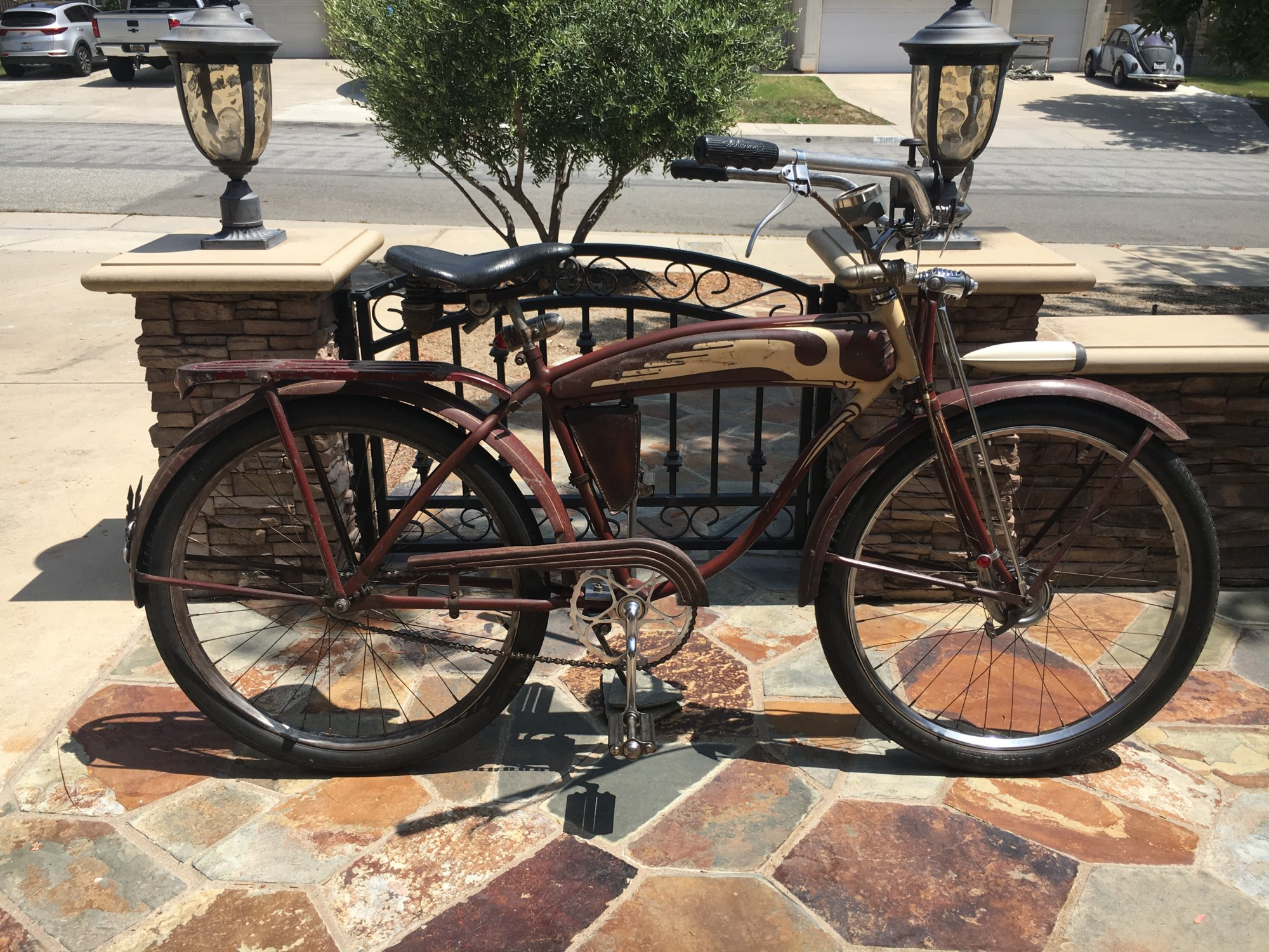 1940 Schwinn D97XE Maroon (right side)c.JPG