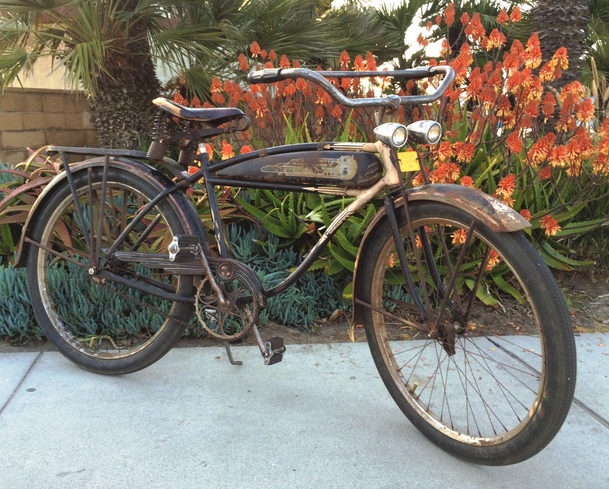 1941 BFG Schwinn Black & Ivory Crusty - 1.jpg