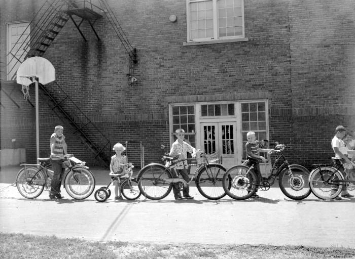 24_1957.07.14_lincoln_playground_bicycle_parade2_c_s.jpg
