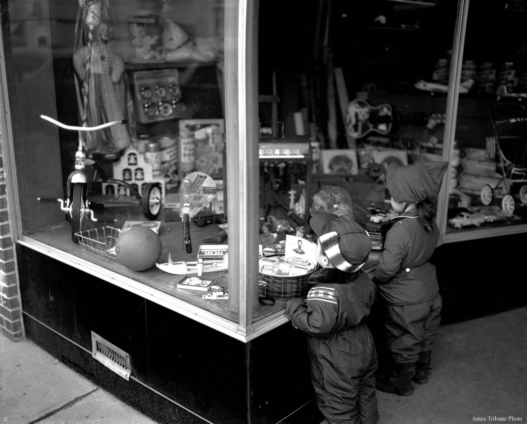 51_1957.11.27_kids_window_shopping_c.jpg