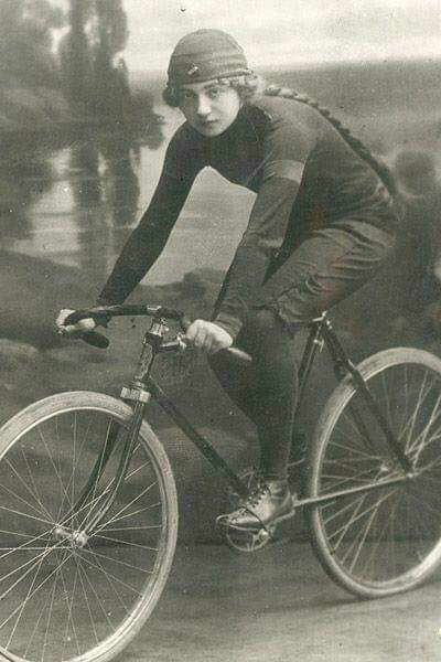 75de8b28763e89076e8a892e72d4cb58--velo-vintage-vintage-bicycles.jpg