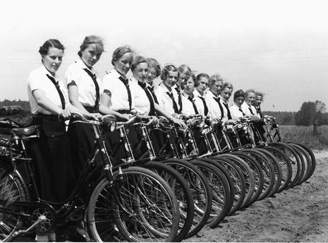 771d024c00cc0d9d2de04ccfa8702870--hitler-youth-german-girls.jpg