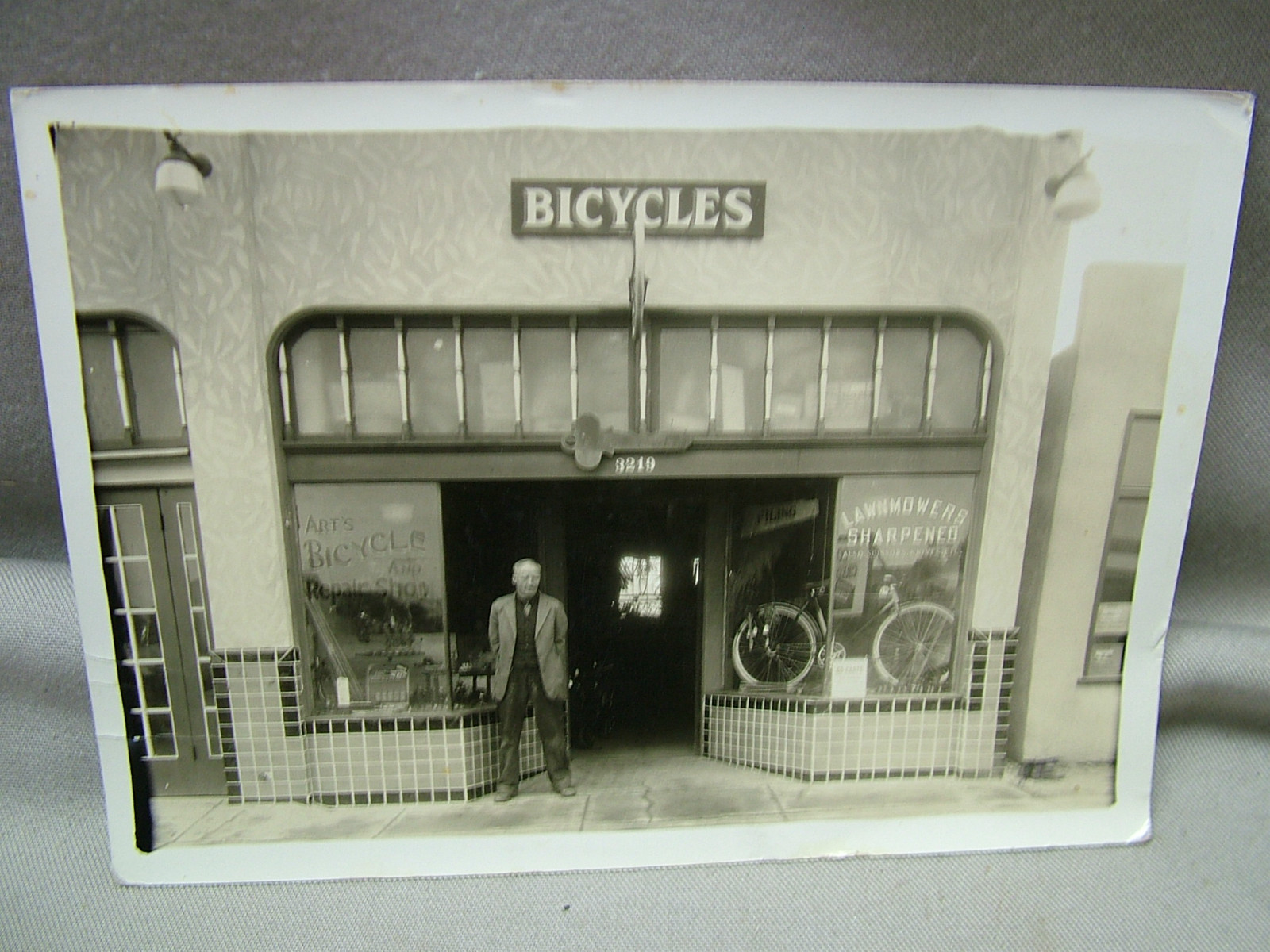 Arts Bicycle Shop 1935.JPG