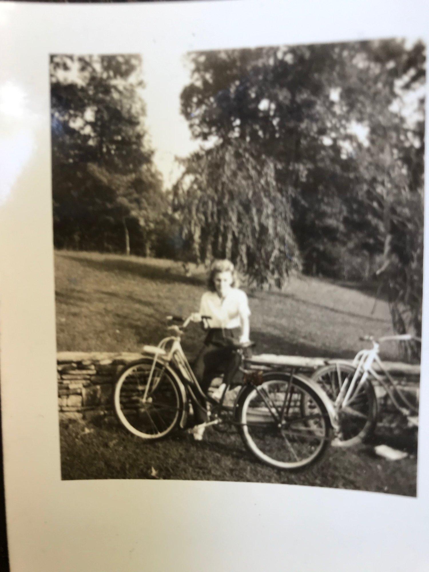 AUNT MARY 39 ELGIN IN 1939 PIC 1.jpg
