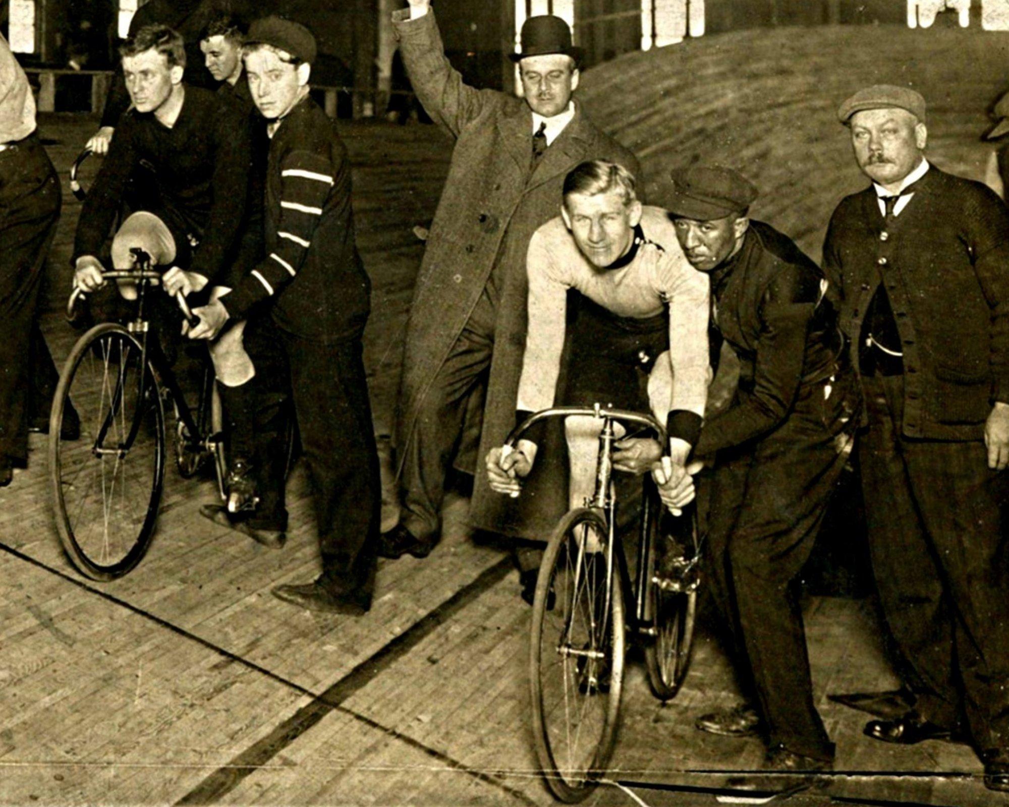Bicycle_Races_Newark_Nutley_NJ836-005.jpg
