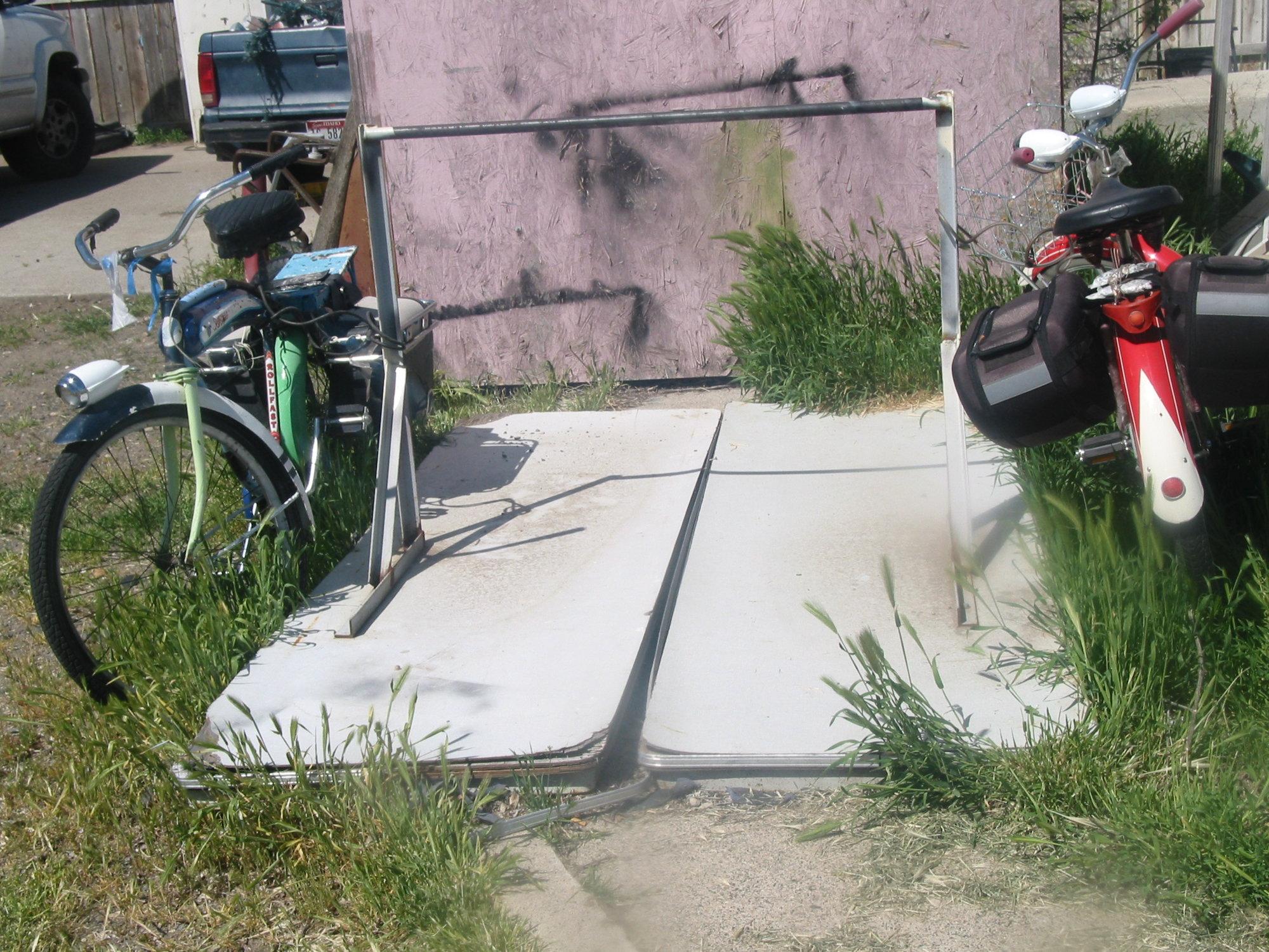 Bike hitching (3).JPG
