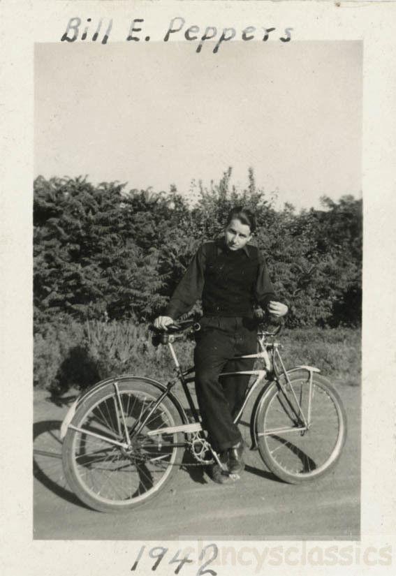 Bill Peters 1941 Schwinn DX.jpg