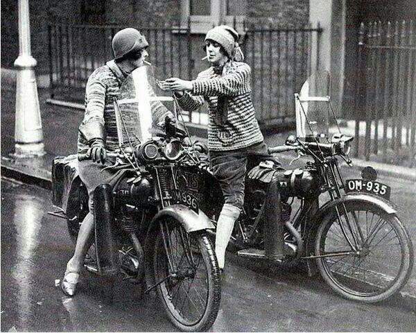 c24a2f97d8c38d23c863d3e55277f437--women-on-motorcycles-cars-motorcycles.jpg