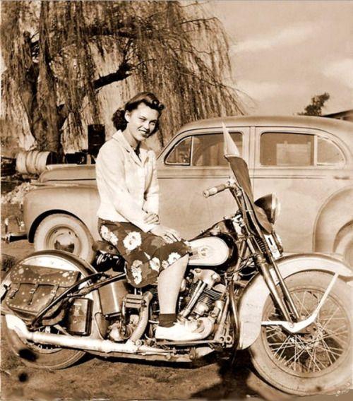 c9447a6528eb9c3f9b9fb6f8a6f9fce0--women-riding-motorcycles-girls-on-motorcycles.jpg