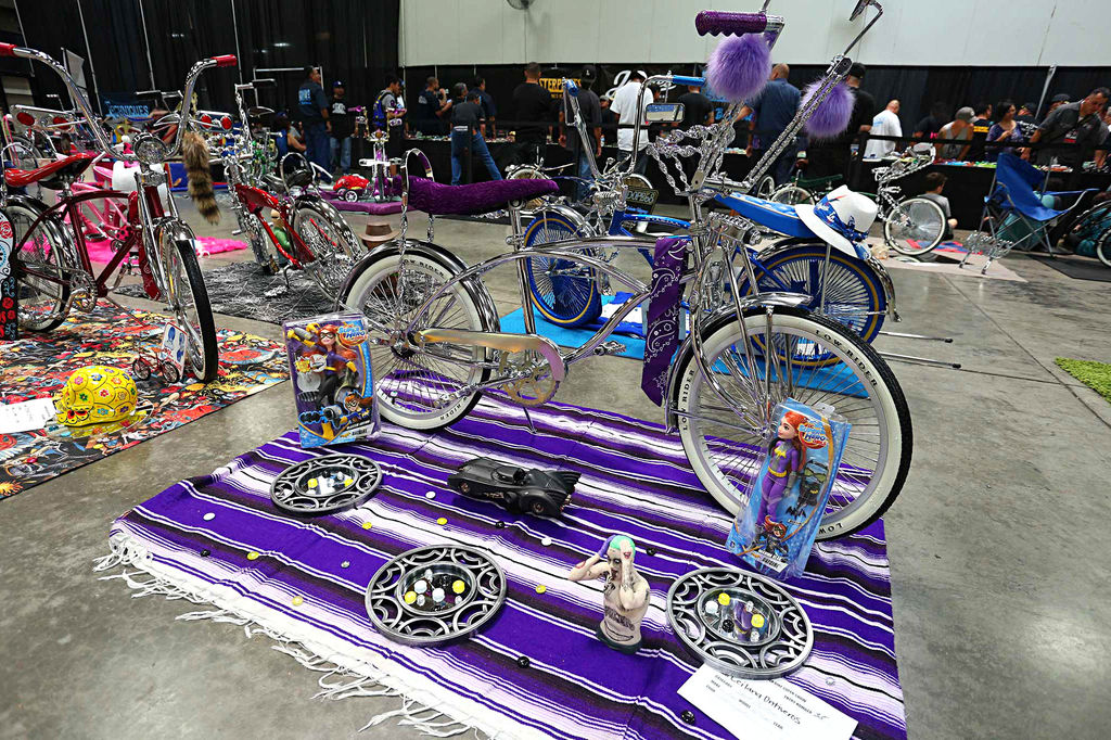 Caddy-Fest-7-Bicycle-Show-Batgirl-Themed-Bicycle.jpg