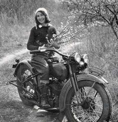 cf5371cdc6c6be4f5e689392ed1e413c--biker-girl-biker-chick.jpg