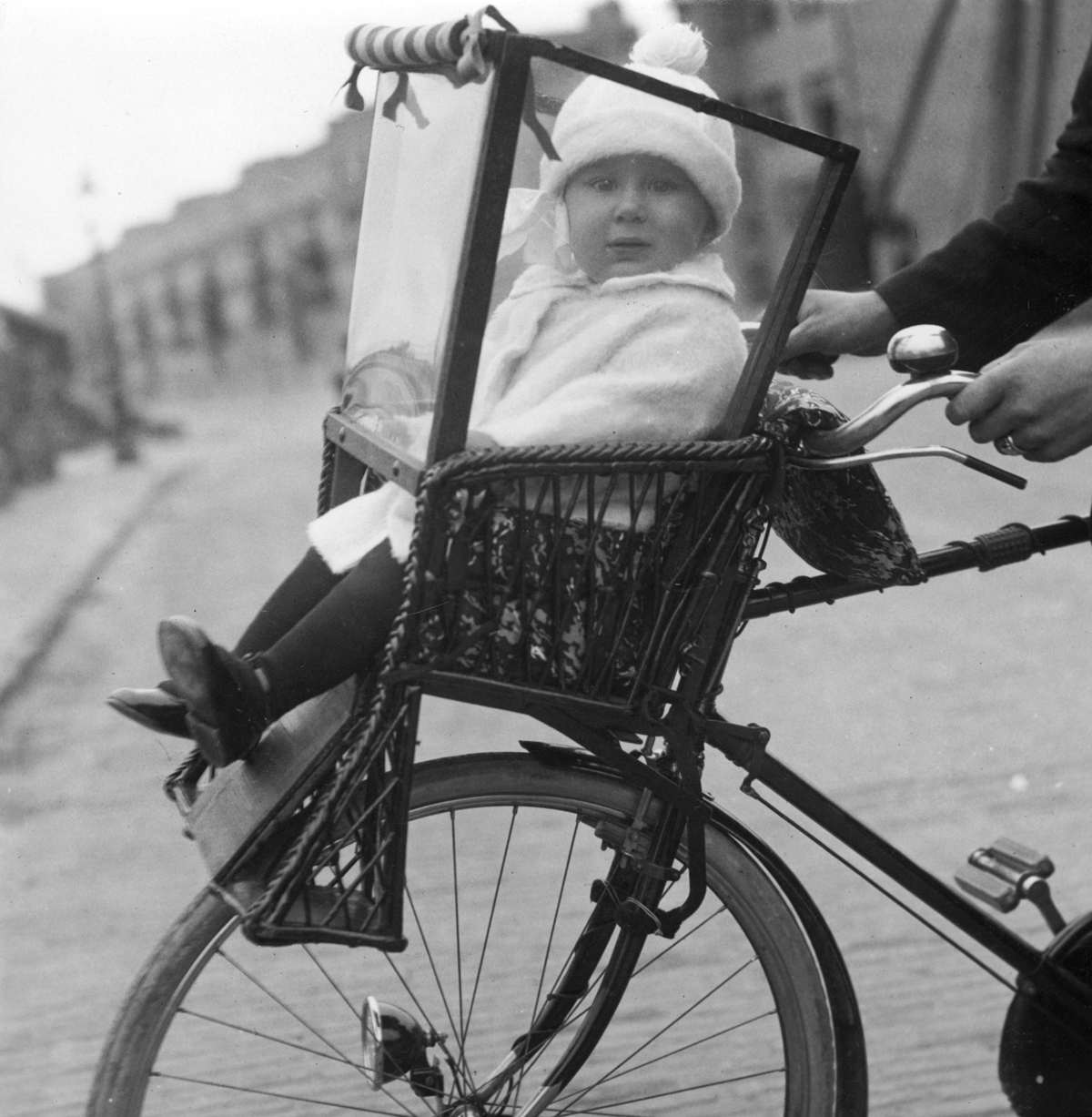 Child seat in front of the bike, Amsterdam, Netherlands, 1925.jpg