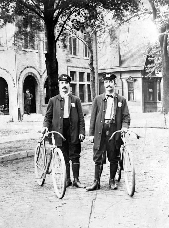 detroit-police-at-elmwood-station-1895.jpg