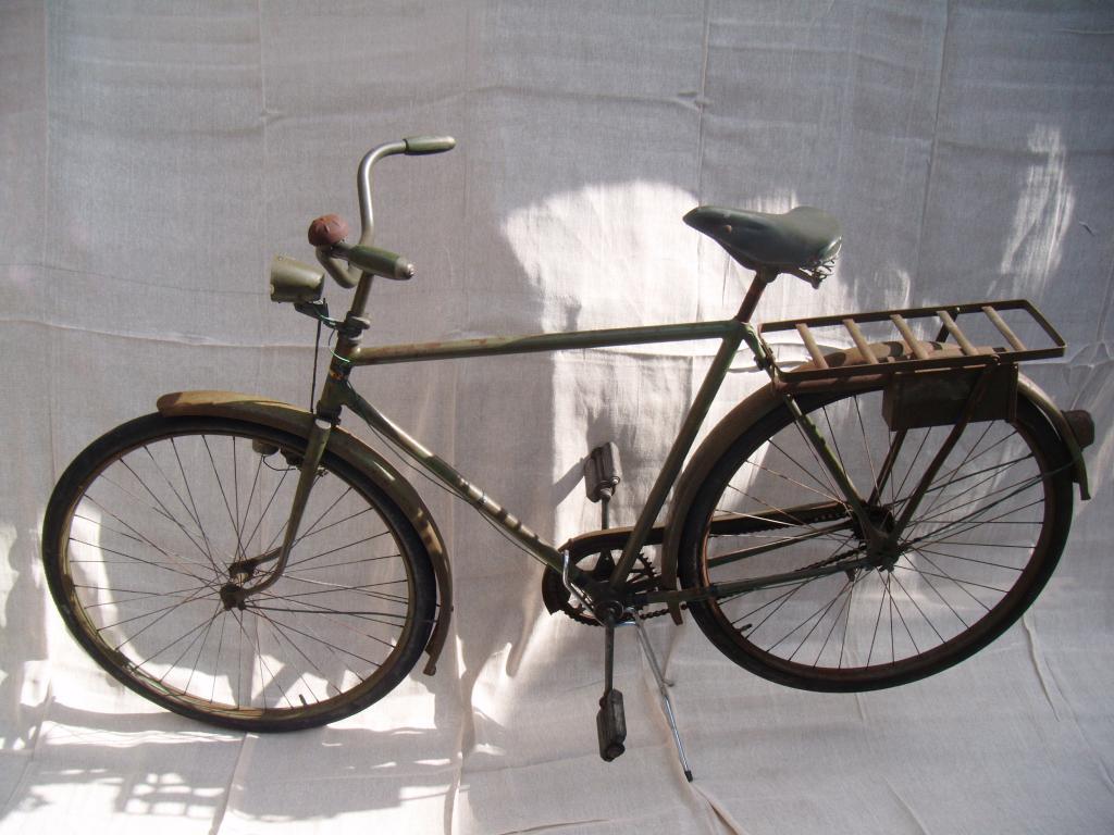 The resto of a 1953 Swedish Monark M/104A Military Bike ...