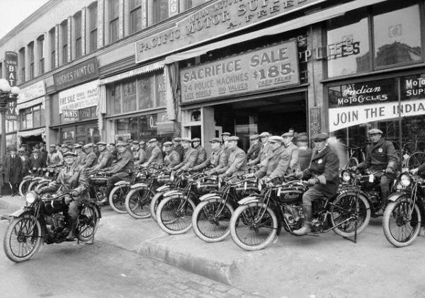 indian-americas-first-motorcycle-the-early-years-of-cool-innovation (8).jpg