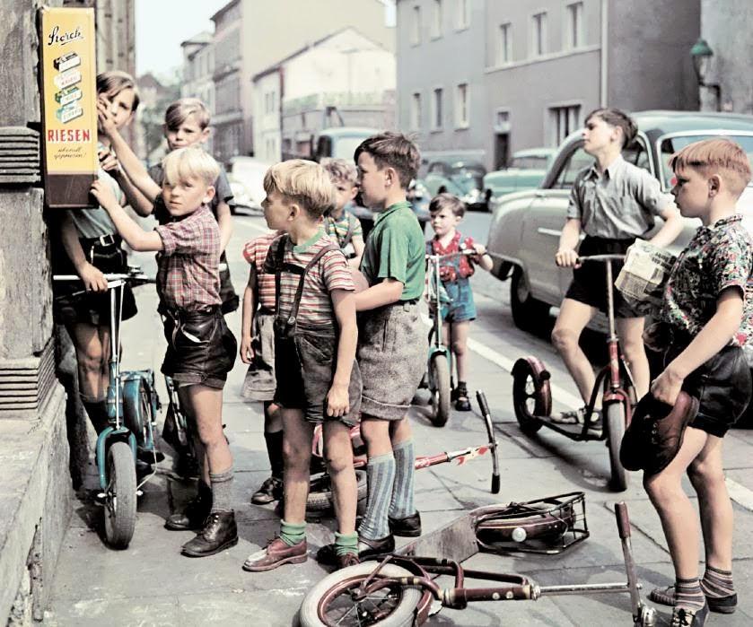 Josef-Heinrich-Darchinger-Germany-1950s-60s-1.jpg