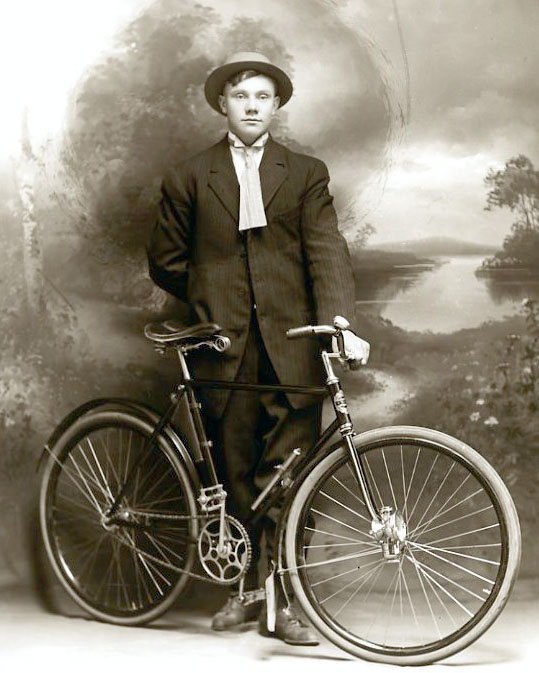men_vintage_bicycle_museum_2.jpg
