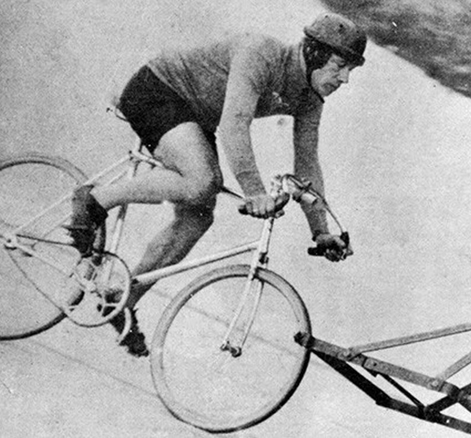 p cur Harry-Grant-motor-paced-hour-record-curved-cranks-1933_crop.jpg