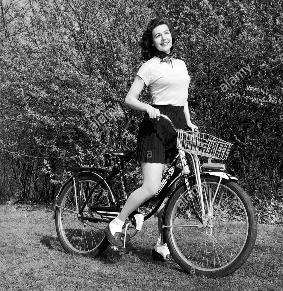 portrait-of-a-woman-with-a-bicycle-CT6B8T_kindlephoto-2745891585.jpg
