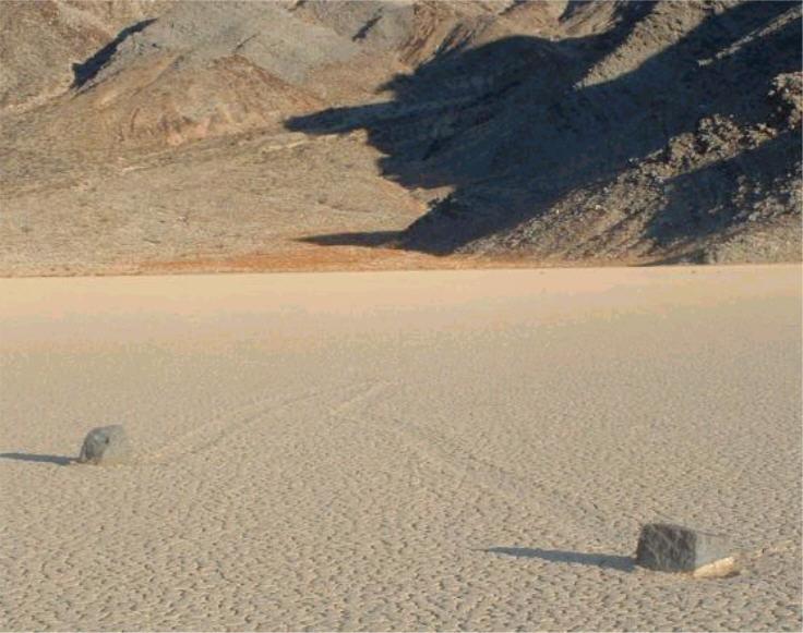 Racetrack-Playa-Death-Valley-2.jpg
