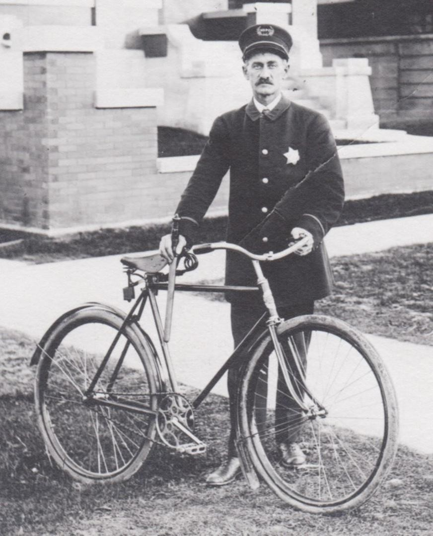 rppcs-chicago-bicycle-policeman_1_73da98af8033dbe958c9a3108df62707 (1).jpg