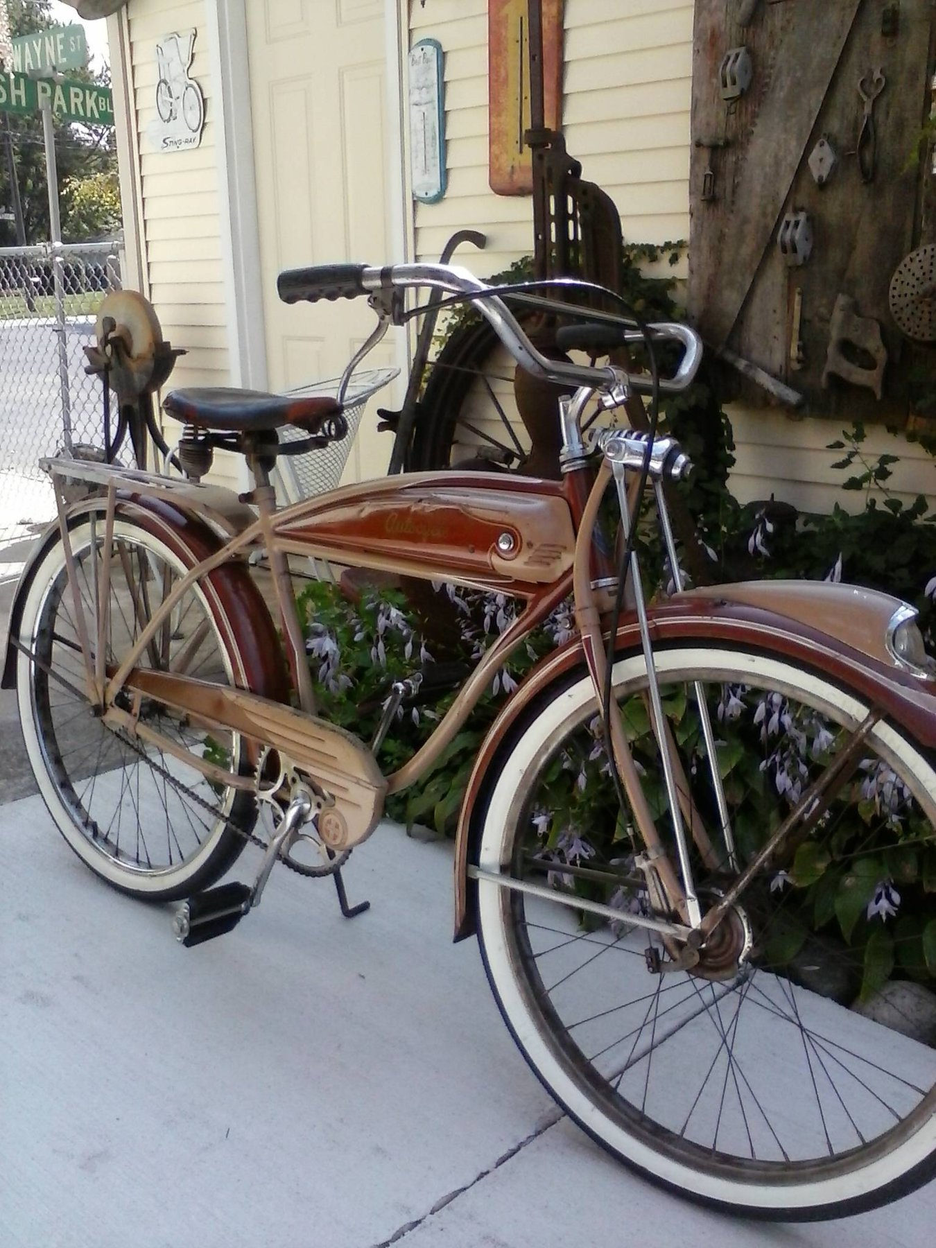 Schwinn Autocycle 1941-4.jpg