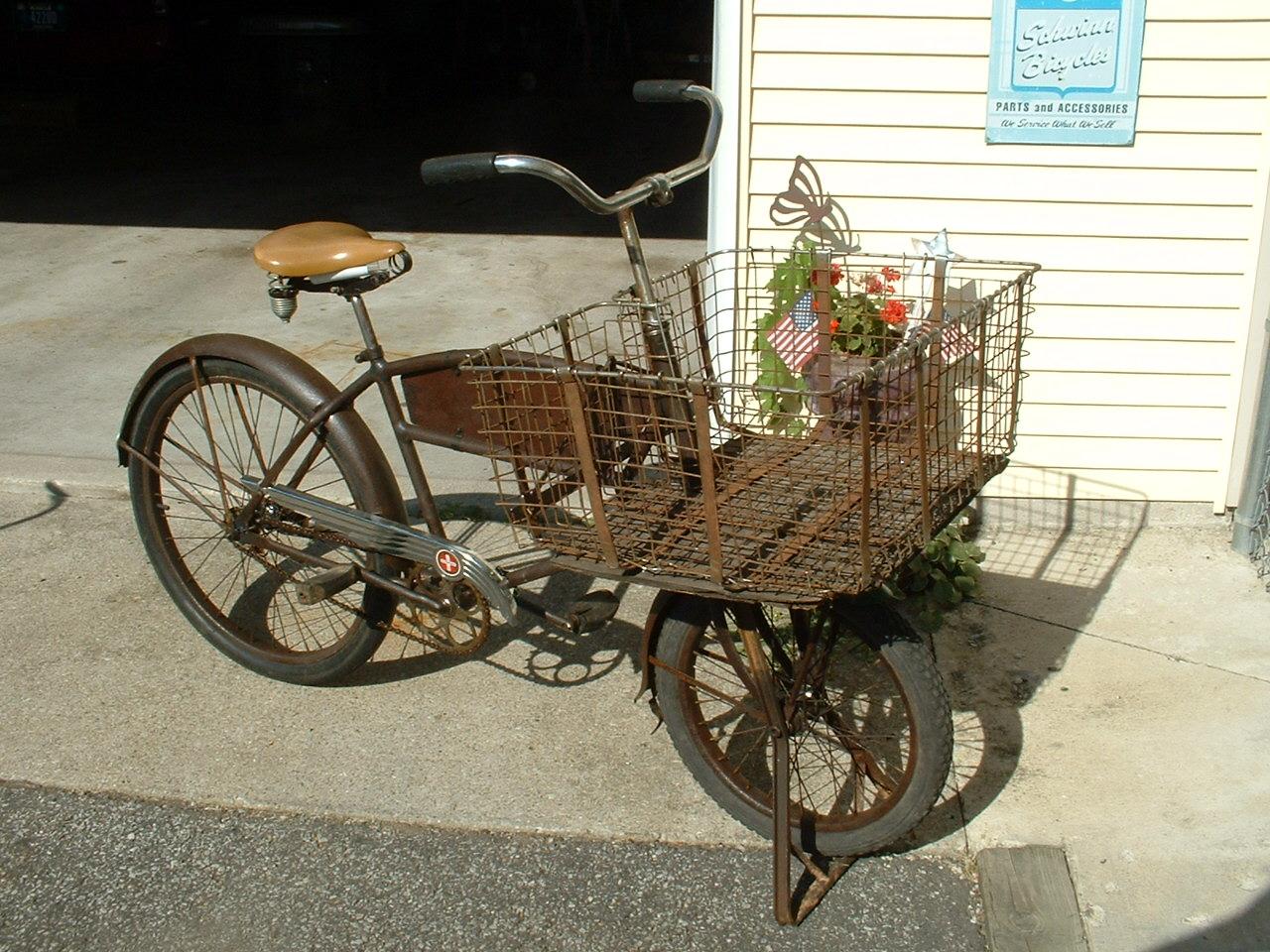 SCHWINN CYCLE TRUCK 1940.JPG