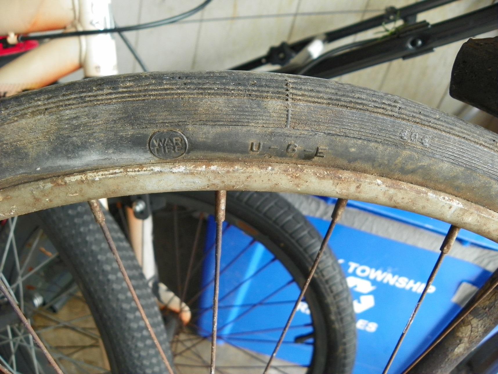 Schwinn Tire War.jpg