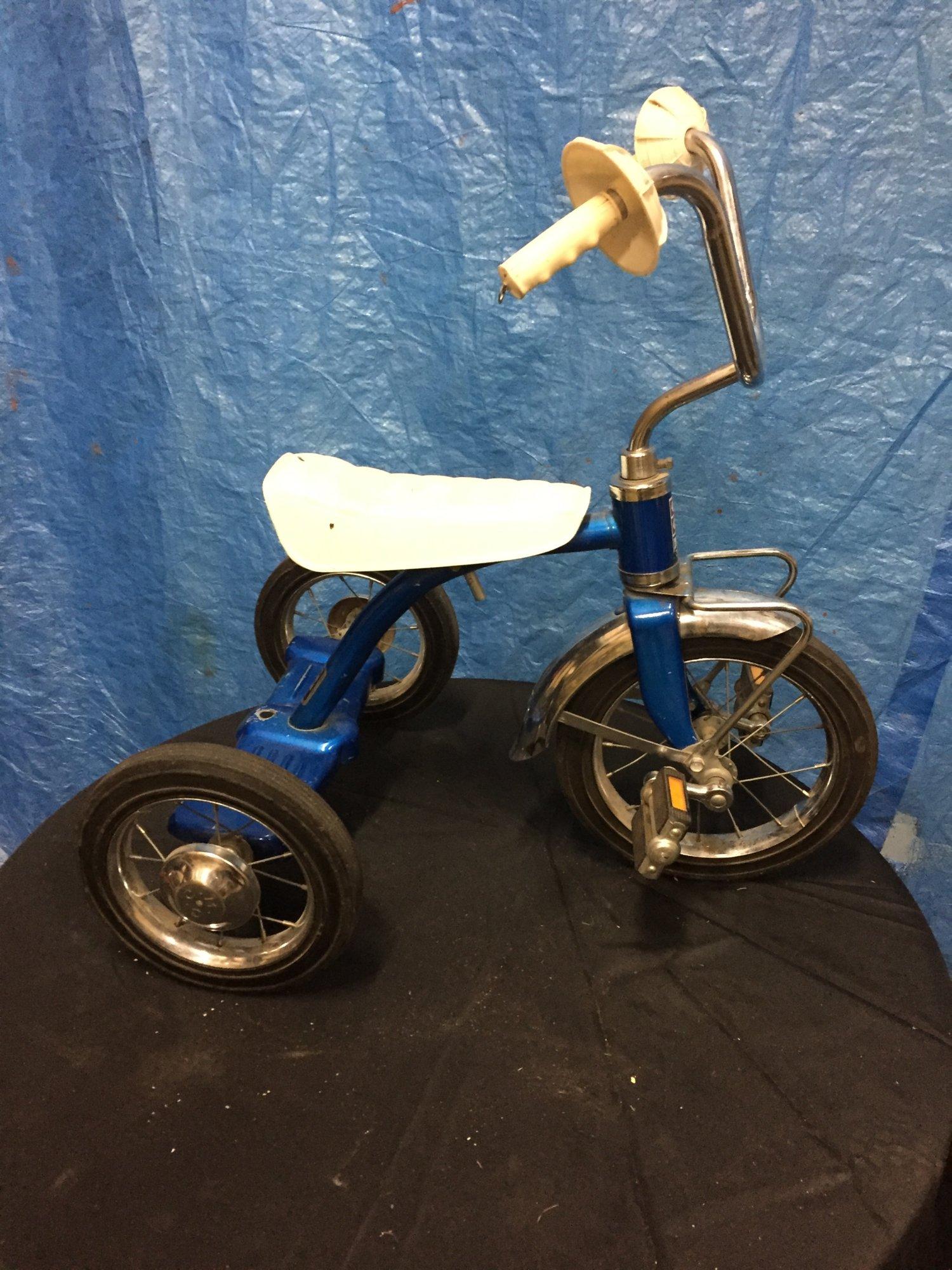 Vintage CCM 10%22 Trike Blue - $50.jpg