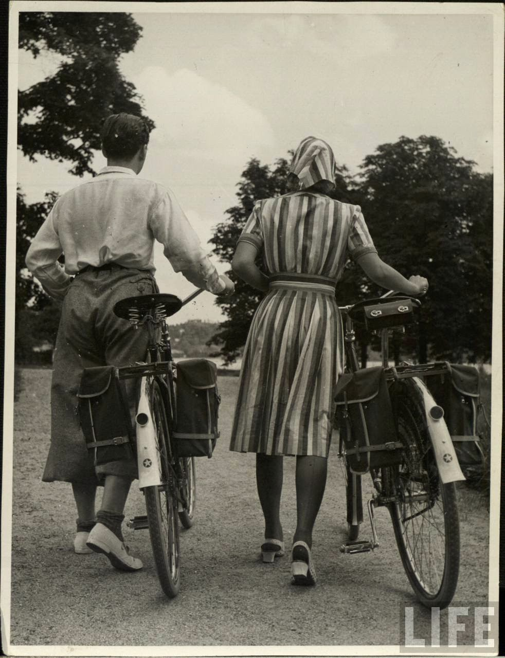 Women with Their Bicycles (25).jpg