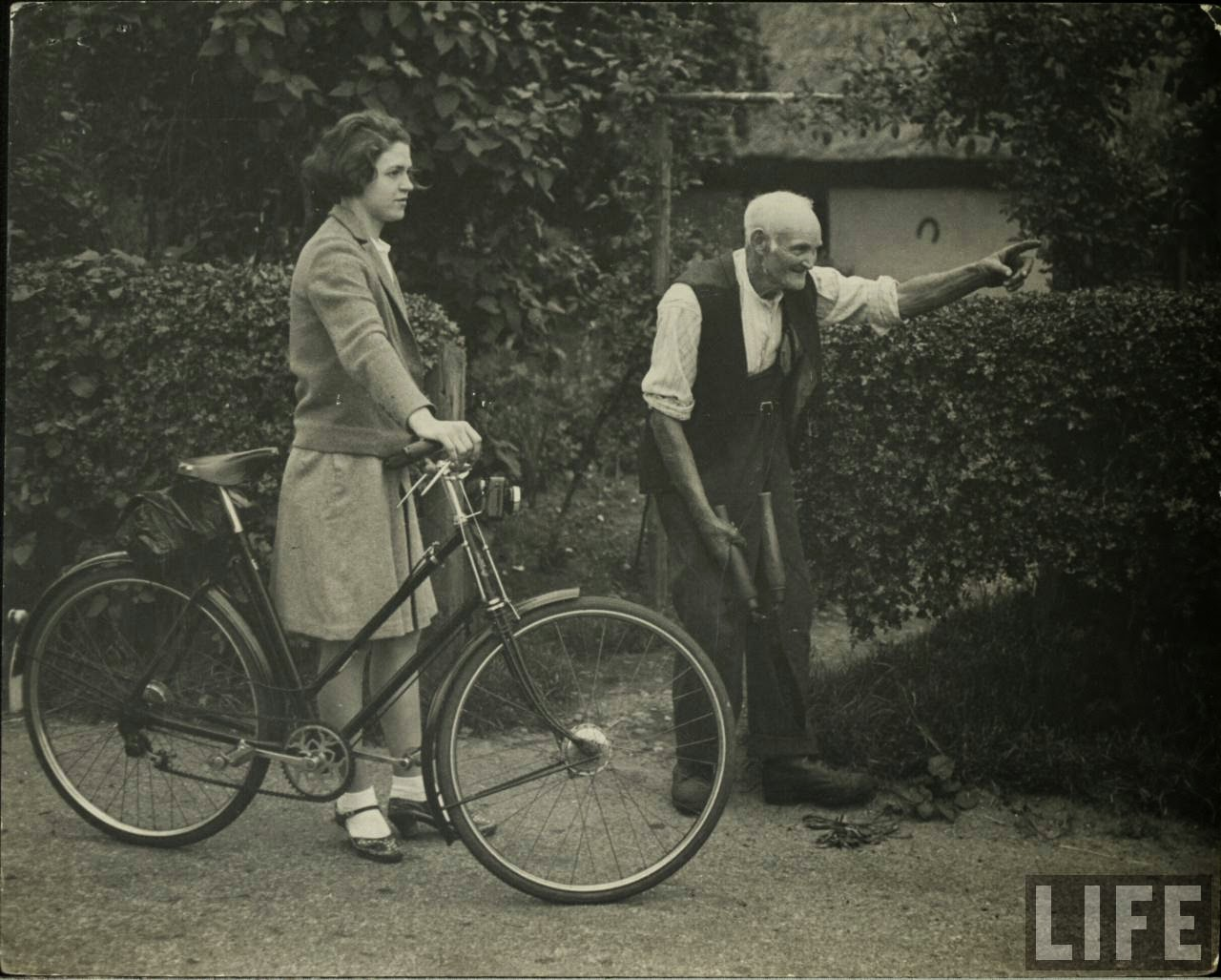 Women with Their Bicycles (27).jpg