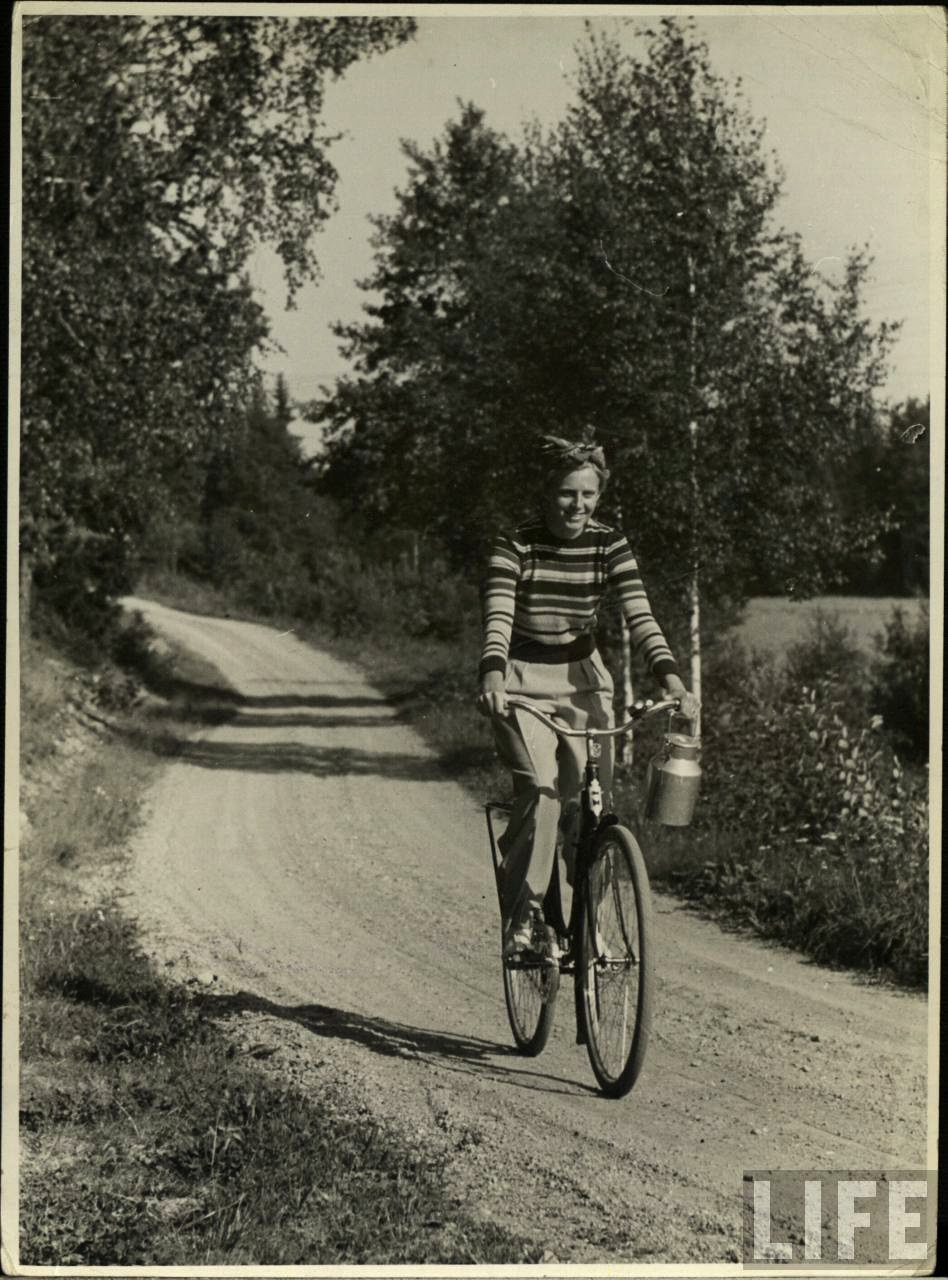 Women with Their Bicycles (28).jpg