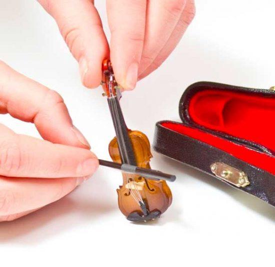 world-s-smallest-violin-550x535.jpg