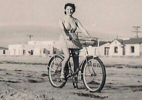 Young Girls Riding Bicycles in the 1940s (10)_kindlephoto-1269129003.jpg