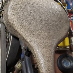 Herringbone saddle